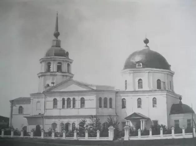 Тројицко Савски храм у Кјахти пре и после бољшевичког доприноса руској култури 1